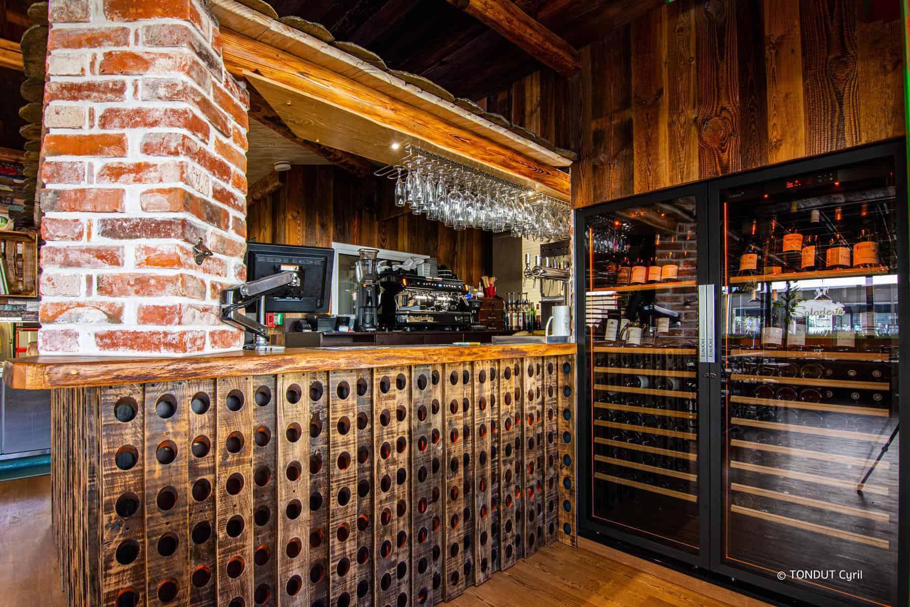 Le Jardin Cévenol intérieur bar